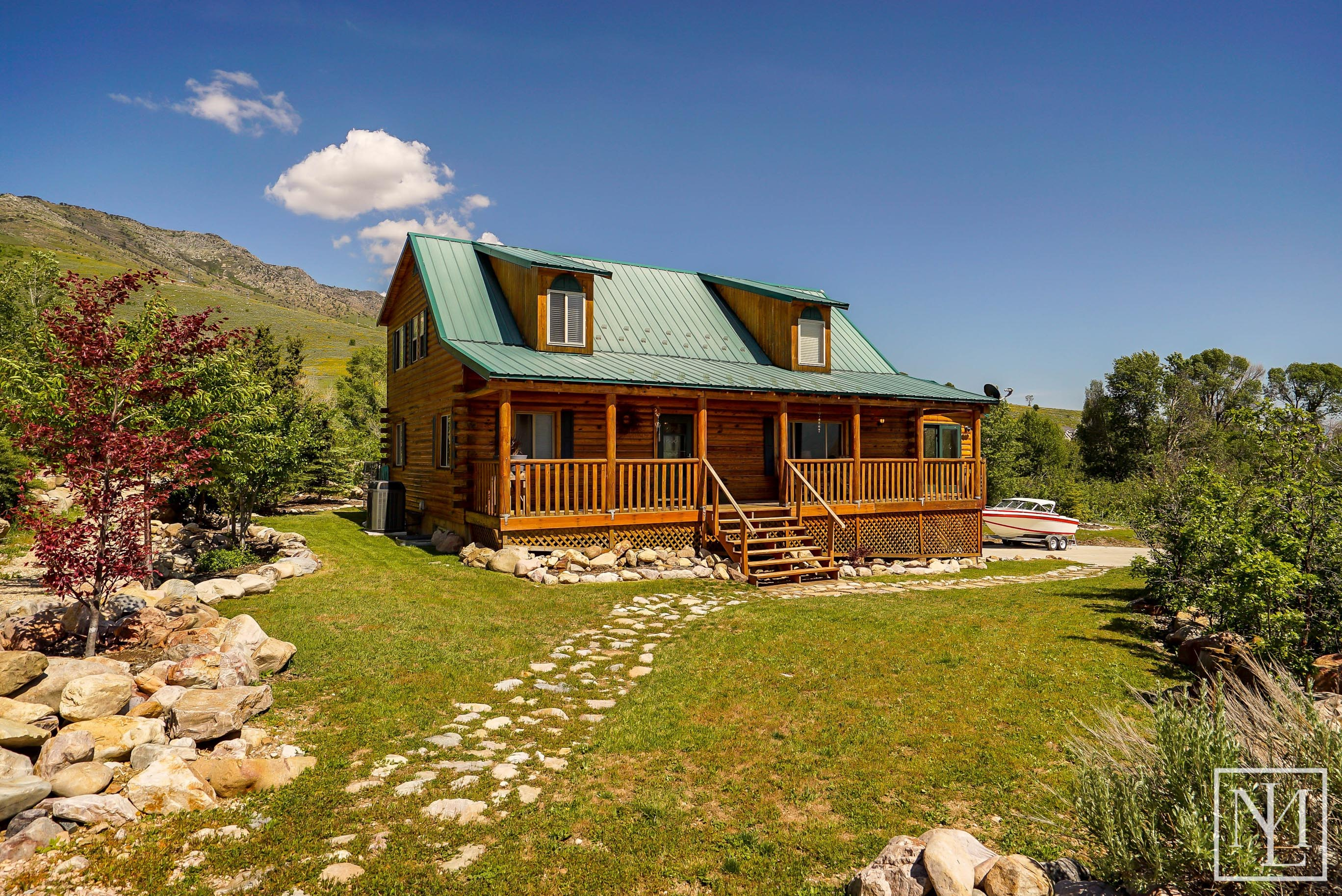 Homes for sale in west valley city utah 1554 w kingsbury for Modern log cabins for sale