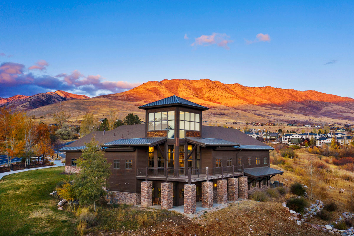 Beautiful Eden Sunset of the Mountain Luxury Lodge