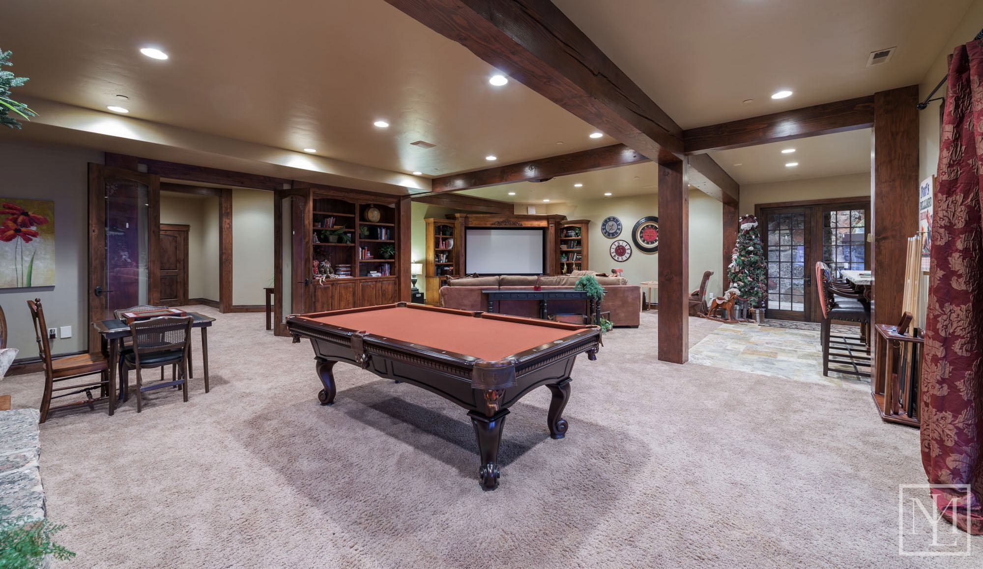 3571 Pineview Ct Family Room