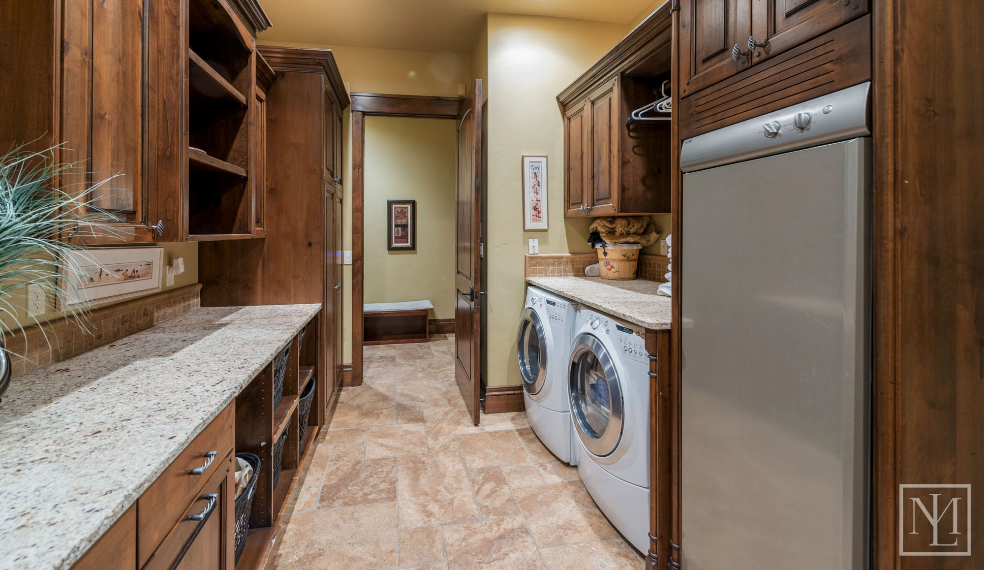 3571 Pineview Ct Laundry