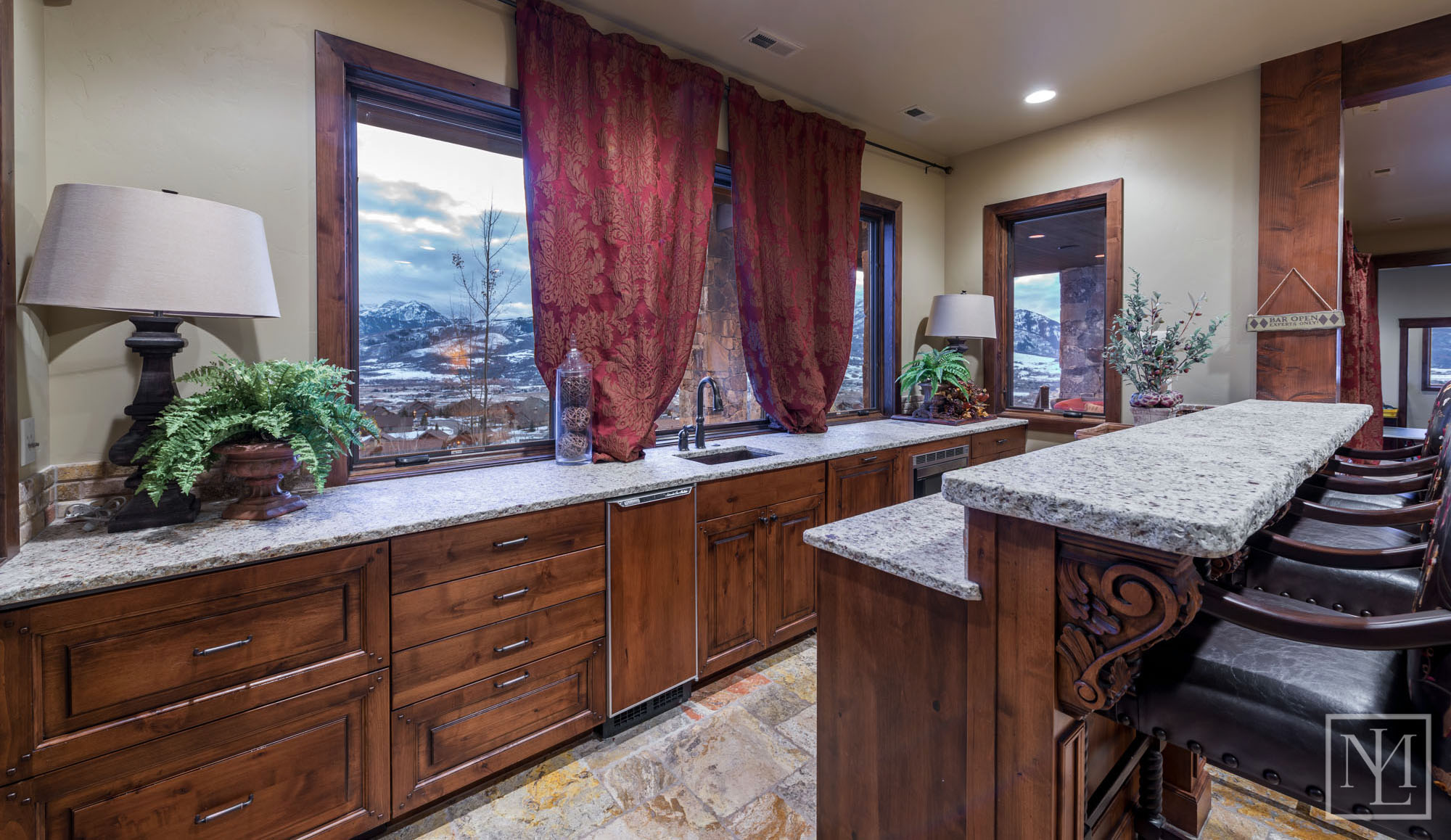3571 Pineview Ct Wet Bar